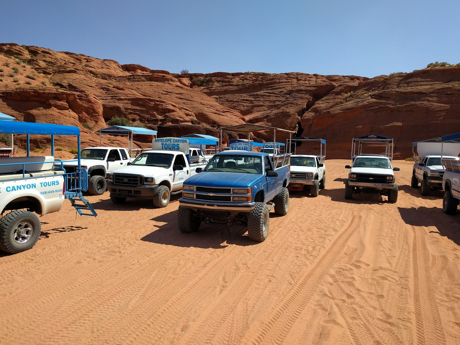 Jeep excursion Antelope Canyon